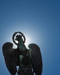 THEMENBILD - Landhausplatz Innsbruck, im Bild der Adler am Befreiungsdenkmal, im Gegenlicht, Bild aufgenommen am 24.02.2014. EXPA Pictures © 2014, PhotoCredit: EXPA/ JFK