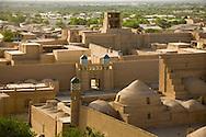 general view inside the walls of the old city . mosques, merdessa, palace, minarets  KHIVA  Ouzbekistan  .///.vue generale sur la vielle ville a l interieur des remparts. mosquees , Madrassa, minaret, palaces  KHIVA  Ouzbekistan .///.OUZB56301