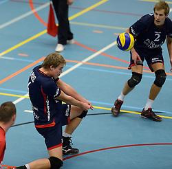 20-11-2013 VOLLEYBAL: KOOTFIN TAURUS - ARBO ROTTERDAM/FUSION: HOUTEN<br /> Taurus wint moeizaam met 3-2 van Fusion / Wessel Blom<br /> &copy;2013-FotoHoogendoorn.nl