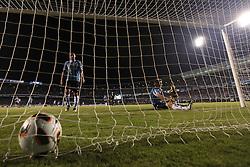 Rafael Marques (C) e Neuton do Grêmio São vistos após gol do Universidad Catolica do Chile durante partida válida pela Copa Libertadores da América 2011 no Estádio Olimpico Monumental, em Porto Alegre. FOTO: Jefferson Bernardes/Preview.com