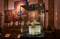 France, Bourgogne-Franche-Comté, Yonne (89), Sens, musée de Sens, Tresor de la Cathedrale, la Sainte Châsse // France, Burgundy, Yonne, Sens, museum