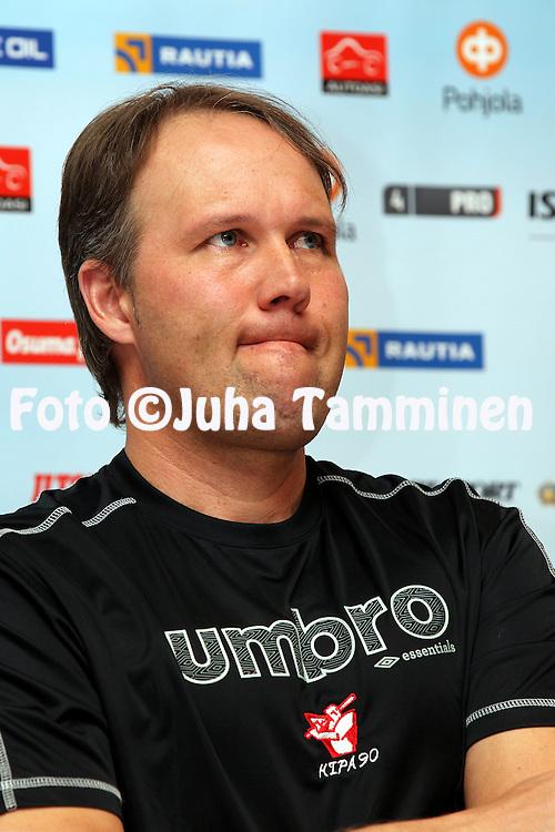 3.5.2012, SLU-talo, Helsinki..Superpesiksen avaustilaisuus..Pelinjohtaja Vesa Varonen - Kiteen Pallo-90
