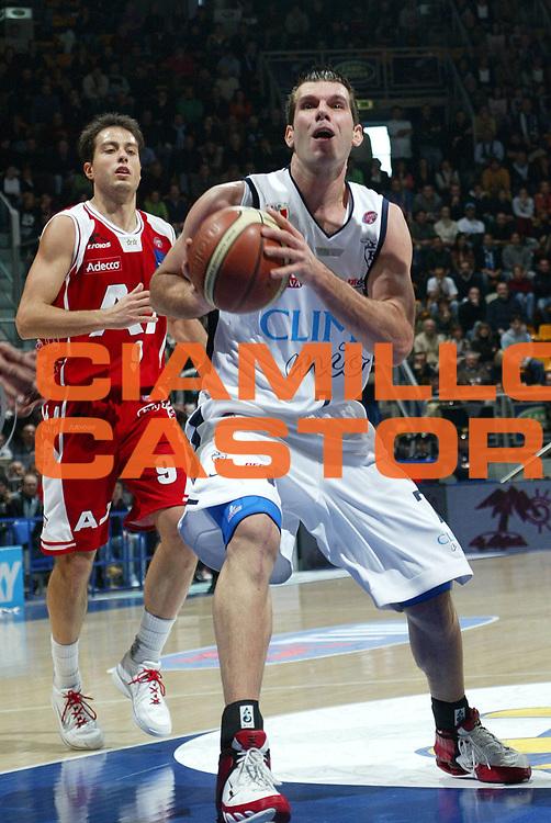 DESCRIZIONE : Bologna Lega A1 2005-06 Climamio Fortitudo Bologna Armani Jeans Milano <br /> GIOCATORE : Becirovic <br /> SQUADRA : Climamio Fortitudo Bologna <br /> EVENTO : Campionato Lega A1 2005-2006 <br /> GARA : Climamio Fortitudo Bologna Armani Jeans Milano <br /> DATA : 20/11/2005 <br /> CATEGORIA : Penetrazione <br /> SPORT : Pallacanestro <br /> AUTORE : Agenzia Ciamillo-Castoria/L.Villani <br /> Galleria : Lega Basket A1 2005-2006 <br /> Fotonotizia : Bologna Campionato Italiano Lega A1 2005-2006 Climamio Fortitudo Bologna Armani Jeans Milano <br /> Predefinita :
