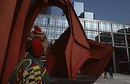 in la Defense in front of a sculpture by Calder  Paris  France    coiffure sculpture du coiffeur plasticien Jean Philippe Pages à  la défense devant une sculpture de Calder  Paris  France  R00008/    L0006357  /  P101612