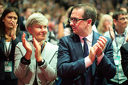 © Licensed to London News Pictures . 25/09/2016 . Liverpool , UK . KATE GREEN and OWEN SMITH applaud for Jo Cox at a session marking the assassinated MP's memory , at the ACC in Liverpool , during the first day of the Labour Party Conference . Photo credit : Joel Goodman/LNP