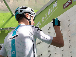 16.04.2018, Folgaria, ITA, Tour of the Alps, Italien 1. Etappe Arco nach Folgaria im Bild Christopher Froome (GBR, Team Sky) // during the Tour of the Alps 1st stage from Arco to Folgaria, Italy on 2018/04/16. EXPA Pictures © 2018, PhotoCredit: EXPA/ Reinhard Eisenbauer
