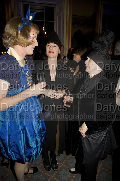 GRAYSON PERRY,  SOPHIE PARKIN AND MOLLY PARKIN , The Literary Review Bad sex in Fiction Award 2007. The In and Out Naval and Military Club. St. James's Sq. London. 27 November 2007. -DO NOT ARCHIVE-© Copyright Photograph by Dafydd Jones. 248 Clapham Rd. London SW9 0PZ. Tel 0207 820 0771. www.dafjones.com.