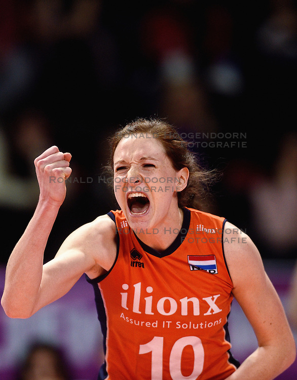 09-01-2016 TUR: European Olympic Qualification Tournament Rusland - Nederland, Ankara<br /> De Nederlandse volleybalsters hebben de finale van het olympisch kwalificatietoernooi tegen Rusland verloren. Oranje boog met 3-1 voor de Europees kampioen (25-21, 22-25, 25-19, 25-20) / Lonneke Sloetjes #10