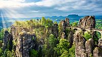 Bastei und Basteibrücke im Elbsandsteingebirge in der Sächsischen Schweiz ca. 35 Kilometer von Dresden.