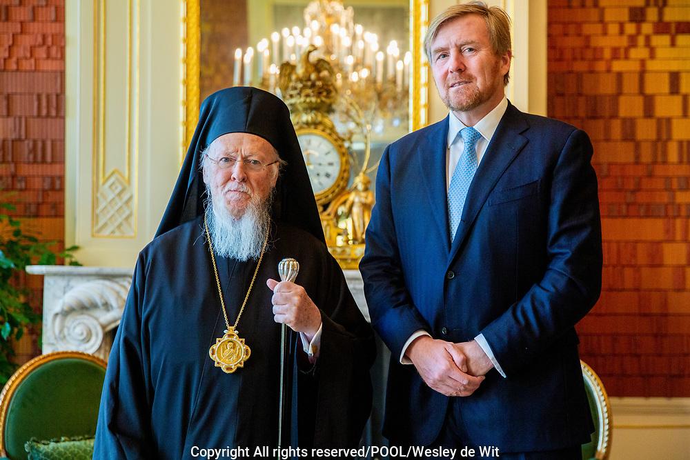 DEN HAAG - Koning Willem-Alexander heeft vrijdag 8 november in audiëntie Zijne Alheiligheid de Oecumenische Patriarch Bartholomeus op Paleis Huis ten Bosch ontvangen. Foto: POOL | Wesley de Wit