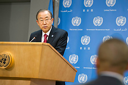 05.12.2013, Johannesburg, ZAF, Nelson Mandela, der Gigant des Humanismus ist im Alter von 95 Jahren in seinem Haus an den Folgen einer Lungenentzuendung gestorben, im Bild UN Secretary-General Ban Ki-moon speaks during, press conference on the death of Nelson Mandela, at the UN headquarters, New York // Nelson Mandela a giant of humanism died in his house in Johannesburg, South Africa on 2013/12/05. EXPA Pictures © 2013, PhotoCredit: EXPA/ Photoshot/ Mark Garten<br /> <br /> *****ATTENTION - for AUT, SLO, CRO, SRB, BIH, MAZ only*****