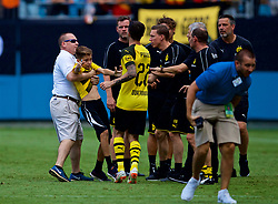 CHARLOTTE, USA - Sunday, July 22, 2018: Borussia Dortmund's Christian Pulisic tries to calm down nn overly aggressive steward who violently restrains a young supporter after a preseason International Champions Cup match between Borussia Dortmund and Liverpool FC at the  Bank of America Stadium. (Pic by David Rawcliffe/Propaganda)