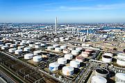 Nederland, Zuid-Holland, Rotterdam, 18-02-2015. Vondelingenplaat, Shell Pernis, de grootste raffinaderij van Europa. Op het terrein bevinden zich ook chemische fabrieken.<br /> Shell Pernis, the largest refinery in Europe, the site includes several chemical plants.<br /> luchtfoto (toeslag op standard tarieven);<br /> aerial photo (additional fee required);<br /> copyright foto/photo Siebe Swart
