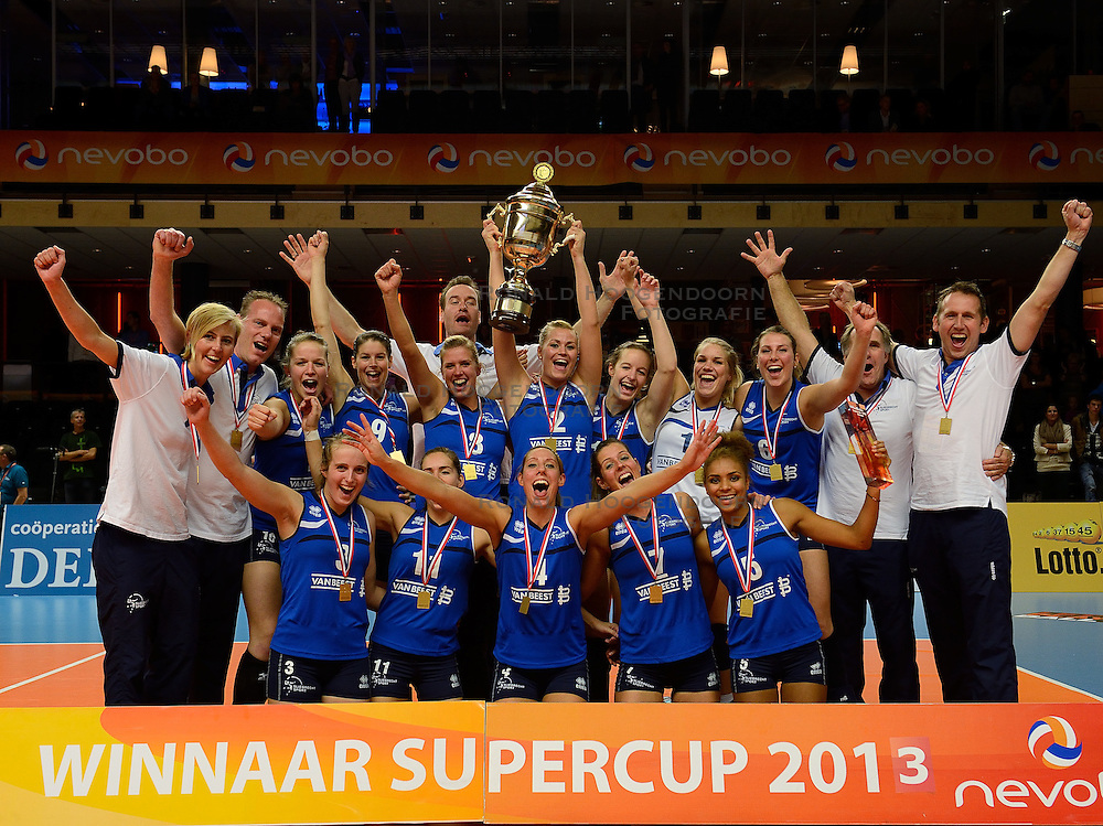 13-10-2013 VOLLEYBAL: SUPERCUP SLIEDRECHT SPORT - VV ALTERNO: ZWOLLE<br /> Sliedrecht Sport wint de supercup na een 3-2 overwinning / Sliedrecht Sport<br /> &copy;2013-FotoHoogendoorn.nl