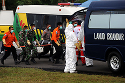 Indonesian search and rescue members carry the body of a victim of AirAsia Flight QZ 8501 from MH-60R Seahawk helicopters in Pangkalan Bun, Indonesia, Jan. 4, 2015. An Indonesian pilot taking part in the multinational search operation said here on Sunday that three more bodies were found in AirAsia crash site off Borneo coast(bxq). EXPA Pictures © 2015, PhotoCredit: EXPA/ Photoshot/ Agung Kuncahya B.<br /> <br /> *****ATTENTION - for AUT, SLO, CRO, SRB, BIH, MAZ only*****