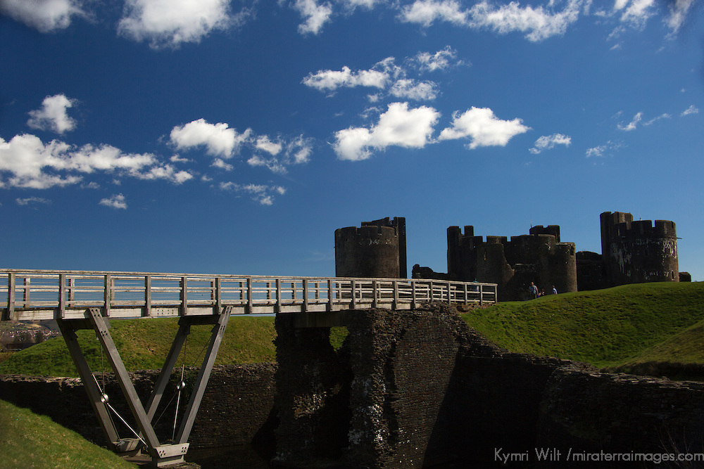 Europe, United Kingdom, Wales, Caerphilly. Caerphilly Castle, the largest in Wales.