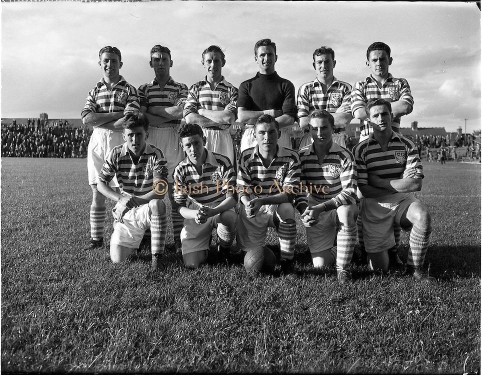 27/08/1952.08/27/1952.27 August 1952.Soccer, City Cup Semi-Final Shamrock Rovers v Dundalk F.C. at Dalymount Park. The Shamrock Rovers team.