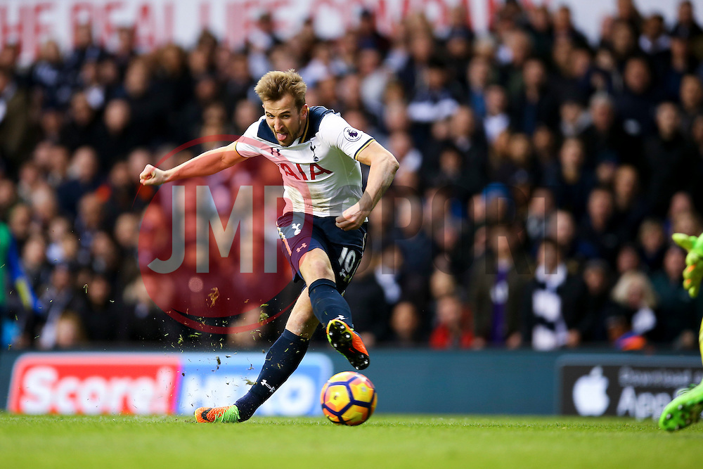 Goal, Harry Kane of Tottenham Hotspur scores his second, Tottenham Hotspur 2-0 Everton - Mandatory by-line: Jason Brown/JMP - 05/03/2017 - FOOTBALL - White Hart Lane - London, England - Tottenham Hotspur v Everton - Premier League
