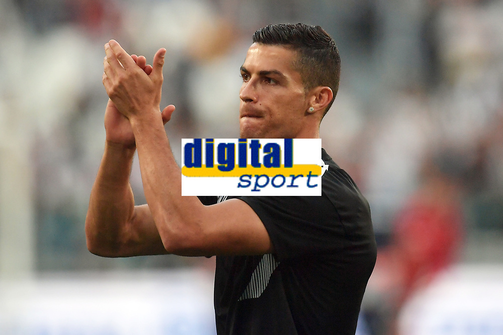 Cristiano Ronaldo of Juventus waves the fans before the Serie A 2018/2019 football match between Juventus and Genoa CFC at Allianz Stadium, Turin, October, 20, 2018 <br />  Foto Andrea Staccioli / Insidefoto