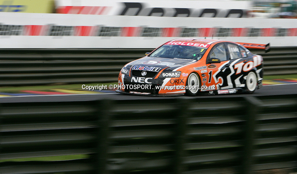 Toll HSV Dealer Team's Rick Kelly on his way to winning the third race and the overall series win after Race 3 at the Placemaker V8 Supercars in Pukekohe, New Zealand, on Sunday 22 April 2007. Toll HSV Dealer Team's Rick Kelly won race 3 and the series. Photo: Michael Bradley/PHOTOSPORT