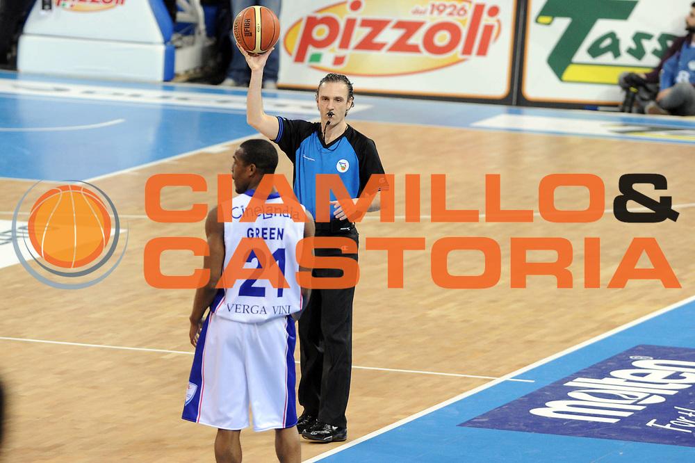 DESCRIZIONE : Torino Coppa Italia Final Eight 2011 Quarti di Finale Bennet Cantu Angelico Biella<br /> GIOCATORE : Arbitro Referee<br /> SQUADRA : <br /> EVENTO : Agos Ducato Basket Coppa Italia Final Eight 2011<br /> GARA : Bennet Cantu Angelico Biella<br /> DATA : 11/02/2011<br /> CATEGORIA : arbitro <br /> SPORT : Pallacanestro<br /> AUTORE : Agenzia Ciamillo-Castoria/GiulioCiamillo<br /> Galleria : Final Eight Coppa Italia 2011<br /> Fotonotizia : Torino Coppa Italia Final Eight 2011 Quarti di Finale Bennet Cantu Angelico Biella<br /> Predefinita :
