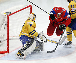 11.05.2012, Ericsson Globe, Stockholm, SWE, IIHF, Eishockey WM, Russland (RUS) vs Schweden (SWE), im Bild Russia 11 Yevgeni Malkin (Pittburgh Penguins) jumps in front of Sverige Sweden 30 Goalkeeper Viktor Fasth (AIK) // during the IIHF Icehockey World Championship Game between Russia (RUS) and Sweden (SWE) at the Ericsson Globe, Stockholm, Sweden on 2012/05/11. EXPA Pictures © 2012, PhotoCredit: EXPA/ PicAgency Skycam/ Morten Christensen..***** ATTENTION - OUT OF SWE *****