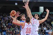 DESCRIZIONE : Pesaro Lega A 2013-14 Vl Pesaro Banco di Sardegna Sassari<br /> GIOCATORE : Travis Diener<br /> CATEGORIA : passaggio penetrazione<br /> SQUADRA : Banco di Sardegna Sassari<br /> EVENTO : Campionato Lega A 2013-2014<br /> GARA : Vl Pesaro Banco di Sardegna Sassari<br /> DATA : 17/11/2013<br /> SPORT : Pallacanestro <br /> AUTORE : Agenzia Ciamillo-Castoria/C.De Massis<br /> Galleria : Lega Basket A 2013-2014  <br /> Fotonotizia : Pesaro Lega A 2013-14 Vl Pesaro Banco di Sardegna Sassari<br /> Predefinita :