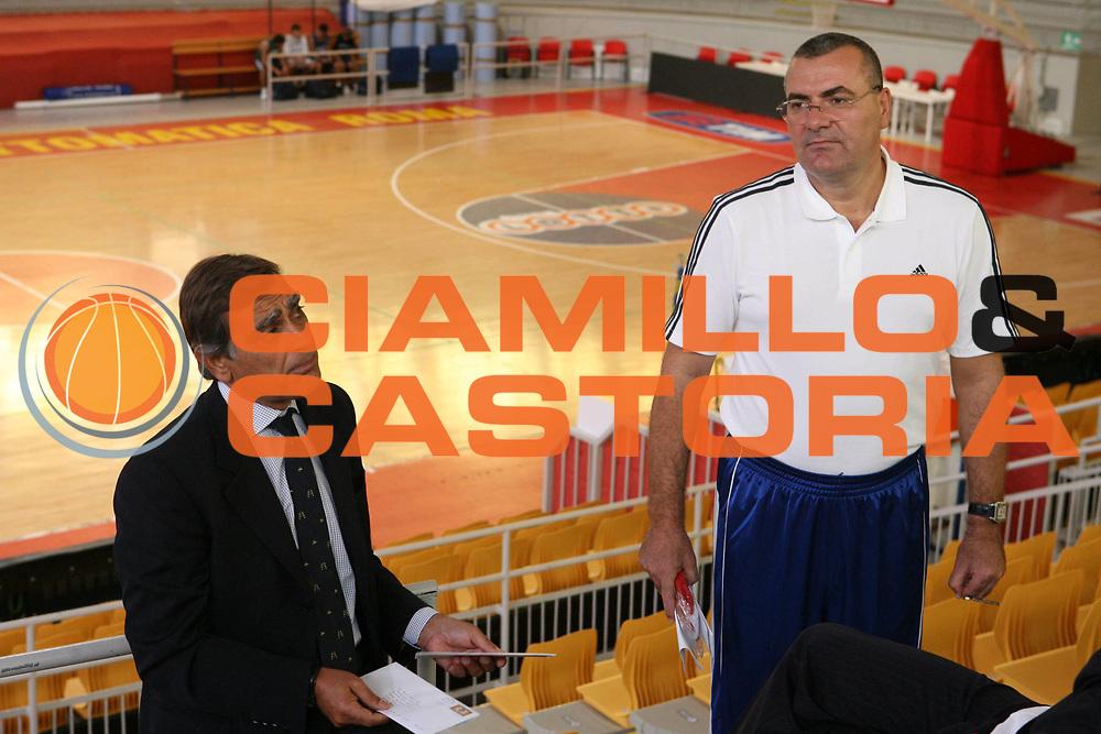 DESCRIZIONE : Roma Campionato Lega A1 2006-07 Presentazione Jasmin Repesa<br />GIOCATORE : Toti Repesa <br />SQUADRA : Lottomatica Virtus Roma<br />EVENTO : Campionato Lega A1 2006-07 Presentazione Jasmin Repesa <br />GARA : <br />DATA : 18/09/2006 <br />CATEGORIA : Presentazione<br />SPORT : Pallacanestro <br />AUTORE : Agenzia Ciamillo-Castoria/G.Ciamillo