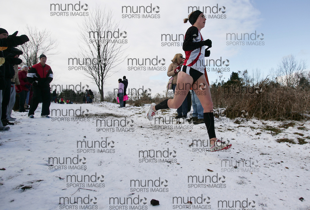 Kate Van Buskirk of Mississauga Track runs  in the senior women's race at the 2010 AGSI Cross Country Championships in Guelph, Ontario, November 27, 2010..GEOFF ROBINS/ Mundo Sport Images