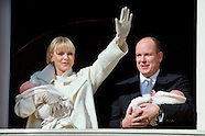 010715 Prince Albert II and Princess Charlene present twins