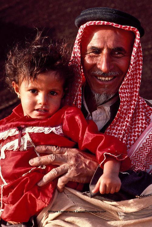 Sheikh Fraywan Shaalan of the Ruwallah with his granddaughter near Zalum, Saudi Arabia