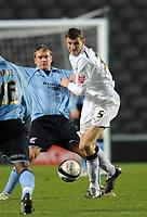 Fotball<br /> England<br /> Foto: Fotosports/Digitalsport<br /> NORWAY ONLY<br /> <br /> Milton Keynes Dons v Scunthorpe United Coca Cola League One 06.12.08 <br /> <br /> Tore Andre Flo MK Dons & Grant McCann Scunthorpe Utd
