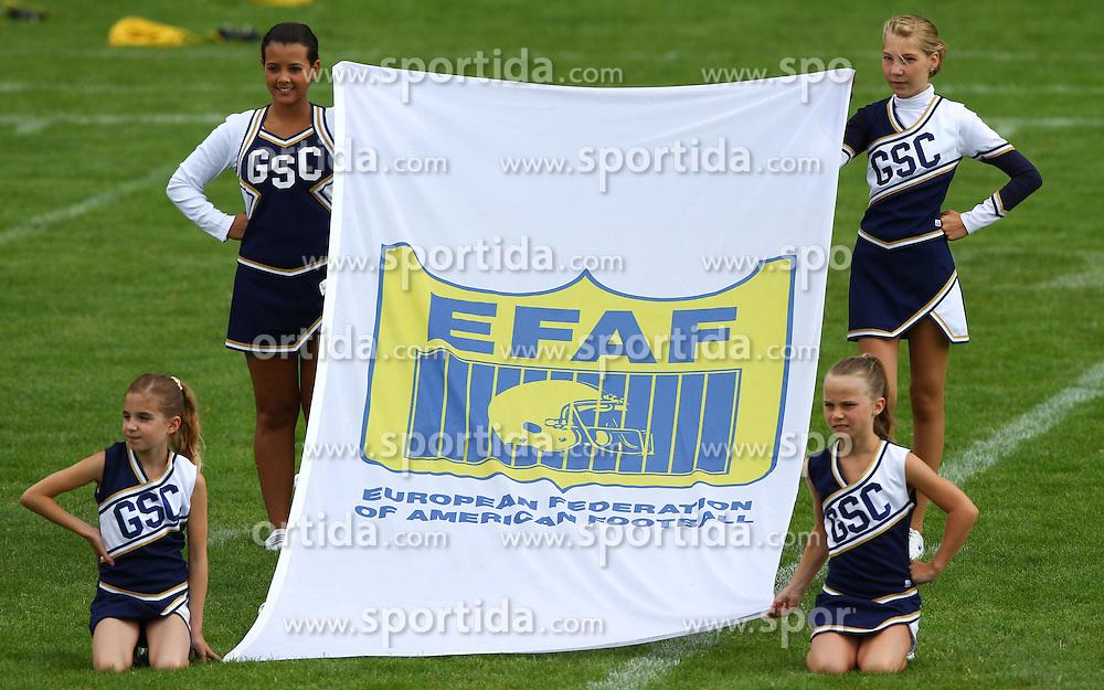 27.07.2010, Wetzlar Stadion, Wetzlar, GER, Football EM 2010, Team France vs Team Great Britain, im Bild Cheerleader mit Fahne der EFAF,  EXPA Pictures © 2010, PhotoCredit: EXPA/ T. Haumer / SPORTIDA PHOTO AGENCY