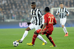 10.04.2013, Juventus Stadium, Turin, ITA, UEFA Champions League, Juventus Turin vs FC Bayern Muenchen, Viertelfinale, Rueckspiel, im Bild l-r: Zweikampf zwischen Paul POGBA (Juventus Turin) und David ALABA (FC Bayern Muenchen) // during the UEFA Champions League best of eight 2nd leg match between Juventus FC and FC Bayern Munich at the Juventus Stadium, Torino, Italy on 2013/04/10. EXPA Pictures © 2013, PhotoCredit: EXPA/ Eibner/ Global..***** ATTENTION - AUSTRIA ONLY *****
