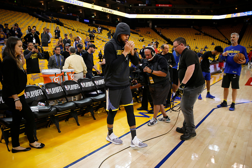Golden State Warriors guard Stephen Curry (30) enters the arena for warm up before the start of Game 2 of the NBA Western Conference semifinals between the Golden State Warriors and New Orleans Pelicans at Oracle Arena, Tuesday, May 1, 2018, in Oakland, Calif.