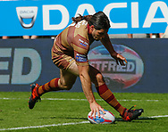 Jake Mamo of Huddersfield Giants scores the try against Wakefield Trinity during the Betfred Super League match at the Dacia Magic Weekend, St. James's Park, Newcastle<br /> Picture by Stephen Gaunt/Focus Images Ltd +447904 833202<br /> 20/05/2018