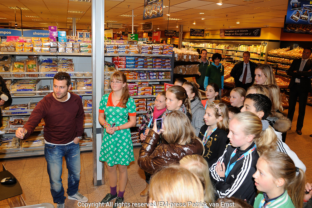 Lancering Anubis Reality Cards in de EM-TE Supermarkt in Nieuwegein.<br /> <br /> Op de foto: