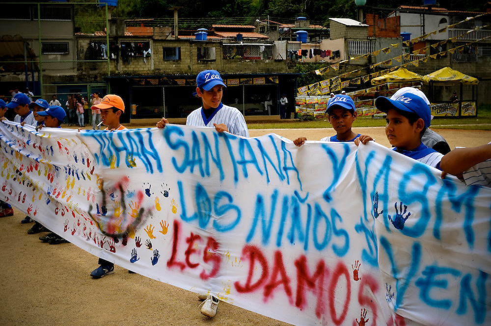 Little league players in Tovar, Venezuela surprise Mets' pitcher Johan Santana and his wife Yasmile with a banner decorated with handprints of local children as a sign of their appreciation for everything the Santana family has done for the children of their hometown.