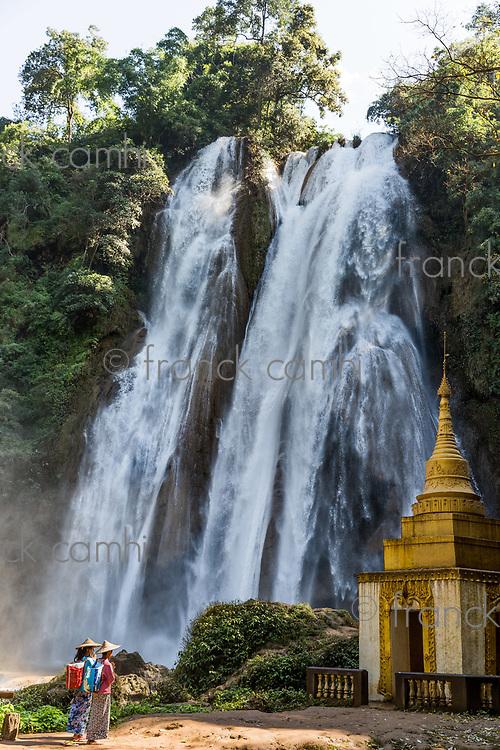 PYIN OO LWIN, MYANMAR - NOVEMBER 29, 2016 :  two young woman praying in front of Dat Taw Gyaint Waterfall Anisakan Pyin Oo Lwin Mandalay state Myanmar (Burma)