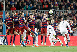 02.04.2016, Camp Nou, Barcelona, ESP, Primera Division, FC Barcelona vs Real Madrid, 31. Runde, im Bild FC Barcelona's Sergio Busquets, Gerard Pique, Ivan Rakitic, Luis Suarez, Andres Iniesta, Javier Mascherano and Leo Messi and Real Madrid's Cristiano Ronaldo (b) // during the Spanish Primera Division 31th round match between Athletic Club and Real Madrid at the Camp Nou in Barcelona, Spain on 2016/04/02. EXPA Pictures © 2016, PhotoCredit: EXPA/ Alterphotos/ Acero<br /> <br /> *****ATTENTION - OUT of ESP, SUI*****