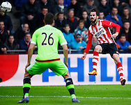 20-03-2016 VOETBAL:PSV-AJAX:EINDHOVEN<br /> Nick Viergever van Ajax kijkt naar het schot van Davy Pröpper van PSV <br /> <br /> Foto: Geert van Erven