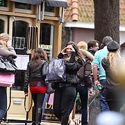 NLD/Laren/20081206 - Deelnemers Gooische Meisjes winkelend in Laren