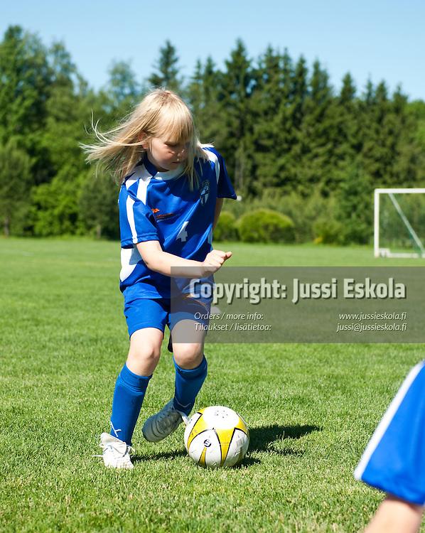 Jalkapallokoulu. NJS. Rajamäki, Nurmijärvi 17.6.2010. Photo: Jussi Eskola