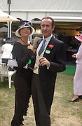 Victoria Smirnoff and Robert Hanson, Ascot, Wednesday 16 June 2004. ONE TIME USE ONLY - DO NOT ARCHIVE  © Copyright Photograph by Dafydd Jones 66 Stockwell Park Rd. London SW9 0DA Tel 020 7733 0108 www.dafjones.com