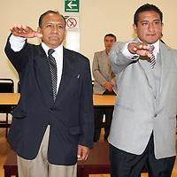 TOLUCA, México.- En sesión extraordinaria, y en el marco del día del Fotógrafo, Delfino Hernández Arzate y Francisco Contreras, fueron designados presidente y secretario de la Asociación de Reporteros Gráficos del Valle de Toluca (ARGVT), para el periodo 2010-2012. Agencia MVT / José Hernández. (DIGITAL)