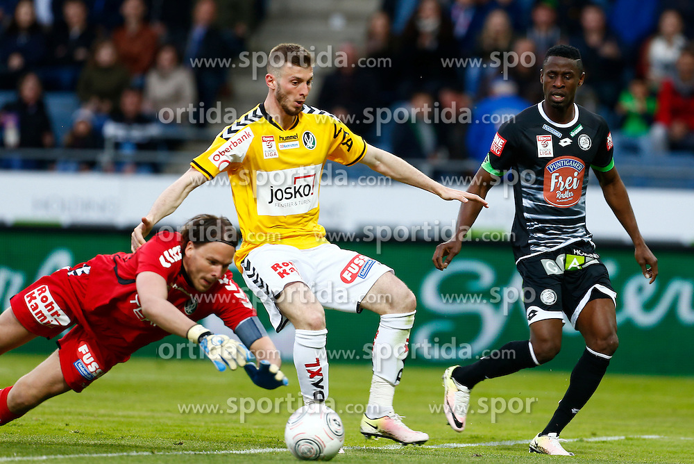 30.04.2016, Merkur Arena, Graz, AUT, 1. FBL, SK Puntigamer Sturm Graz vs SV Ried, 33. Runde, im Bild von links Thomas Gebauer (Ried), Petar Filipovic (Ried) und Bright Edomwonyi (Sturm) // during the Austrian Bundesliga Match, 33rd Round, between SK Puntigamer Sturm Graz and SV Ried at the Merkur Arena, Graz, Austria on 2016/04/30, EXPA Pictures © 2016, PhotoCredit: EXPA/ Erwin Scheriau