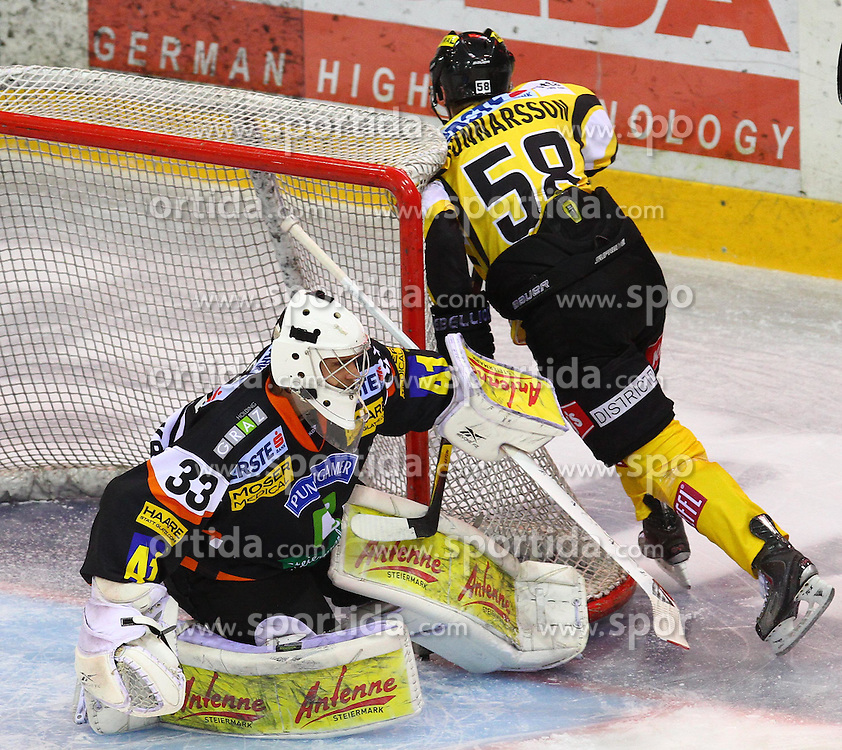 22.01.2012, Albert Schultz Halle, Wien, AUT, EBEL, UPC Vienna Capitals vs Moser Medical Graz 99ers, im Bild Frederic Cloutier, (Moser Medical Graz 99ers, #33) und Filip Gunnarsson, (UPC Vienna Capitals, #58)  // during the icehockey match of EBEL between UPC Vienna Capitals (AUT) and Moser Medical Graz 99ers (AUT) at Albert Schultz Halle, Vienna, Austria on 22/01/2012,  EXPA Pictures © 2012, PhotoCredit: EXPA/ T. Haumer