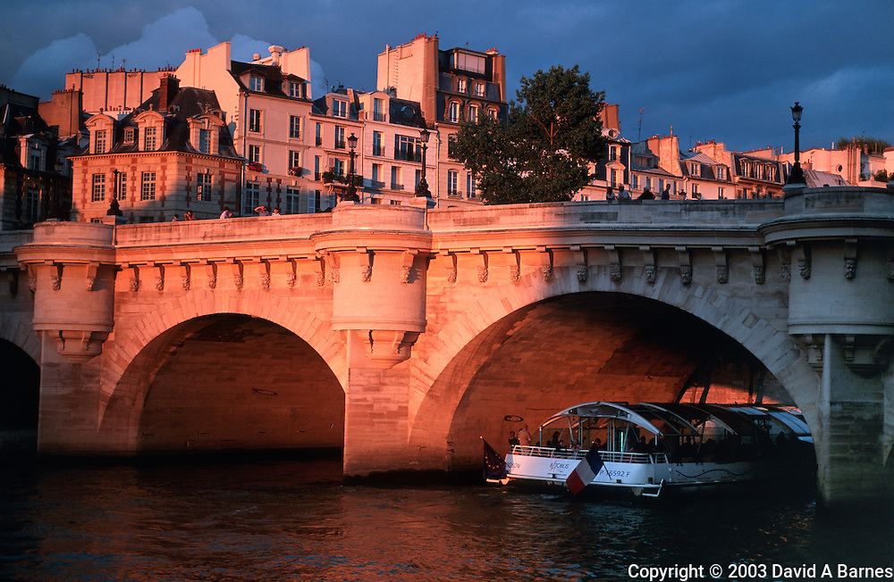 Sunset on the Pont Neuf, Ile de la Cite, tour boat, Seine, Paris, France