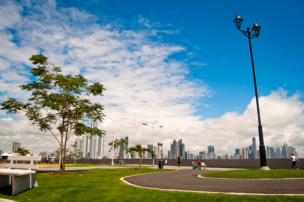 CASCO VIEJO / OLD TOWN - Panama City<br /> Panama 2011<br /> Photography by Aaron Sosa<br /> <br /> El Casco Antiguo o Casco Viejo es el nombre que recibe el sitio adonde fue traslada y vuelta a fundar en 1673 la ciudad de Panam&aacute;. Esta nueva ciudad, trazada de forma reticular hacia los cuatro puntos cardinales, se caracteriz&oacute; por la axialidad de sus calles y p&oacute;stigos, lo cual le vali&oacute; ser considerada un modelo cl&aacute;sico de ciudad indiana. Est&aacute; situada en una peque&ntilde;a pen&iacute;nsula, rodeada de un manto de arrecifes rocosos, dentro del actual corregimiento de San Felipe. En 1997, el Casco Antiguo de Panam&aacute; es incluido en la lista de sitios de Patrimonio de la Humanidad de la UNESCO.<br /> <br /> Casco Viejo (Spanish for Old Town), also known as Casco Antiguo or San Felipe, is the historic district of Panama City. Completed and settled in 1673, it was built following the near-total destruction of the original Panam&aacute; city, Panam&aacute; Viejo in 1671, when the latter was attacked by pirates. It was designated a World Heritage Site in 1997.