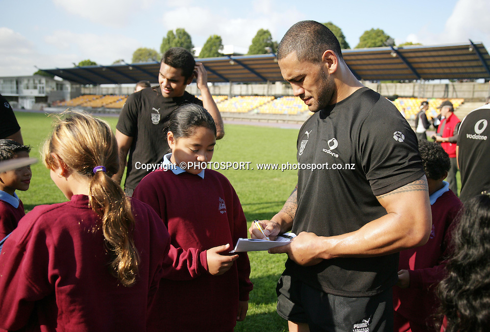 Vice Captain Ruben Wiki signs autographs during the Warriors training held at Mt Smart Stadium, Auckland, on Thursday 31 May 2007. Photo: Andrew Cornaga/PHOTOSPORT<br />